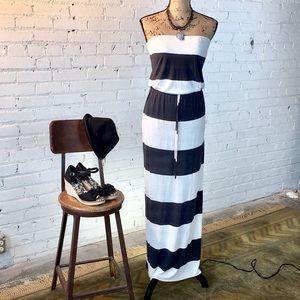 Old Navy Maxi Dress. Dark Gray & White strips S